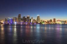 Miami panorama linia horyzontu at Night 48124619