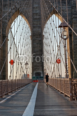 Jogger on the Brooklyn Bridge, New York 99272119