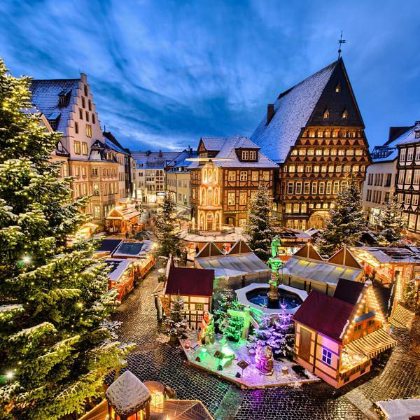 Weihnachtsmarkt W.Weihnachtsmarkt W Hildesheim Deutschland 47731620 Fototapety