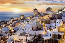 Evening in Oia, Santorini, Greece 121976724