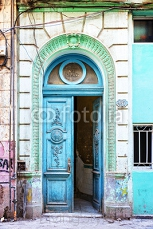 Old blue door in Havana, Cuba 113423920