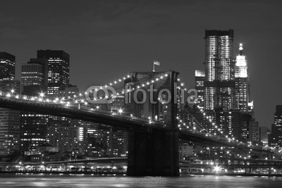 Brooklyn Bridge i Manhattan panorama linia horyzontu At Night 21277462