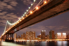 Manhattan Bridge w nocy 1660593