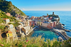 Aerial scenic view of Vernazza, Cinque Terre, Italy 125158848